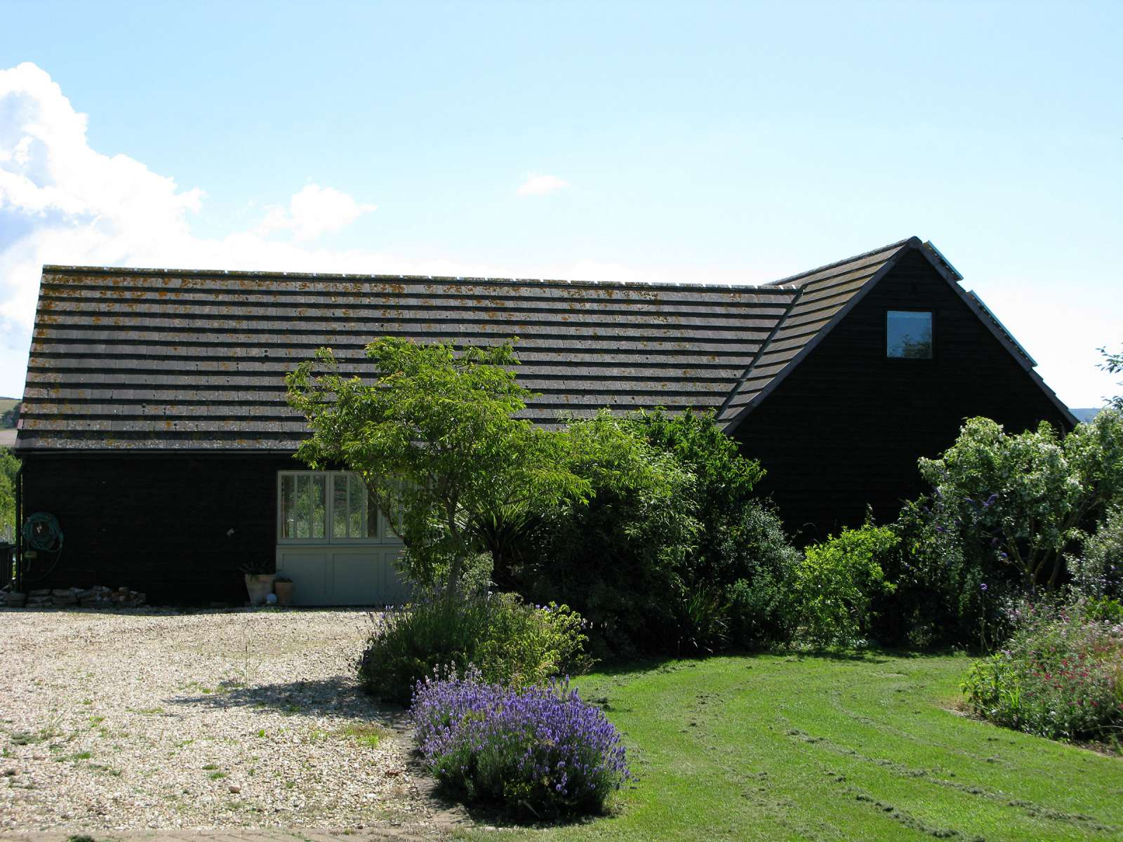 Holiday rental Cottage in Shorwell - The west facing side of The Little Barn