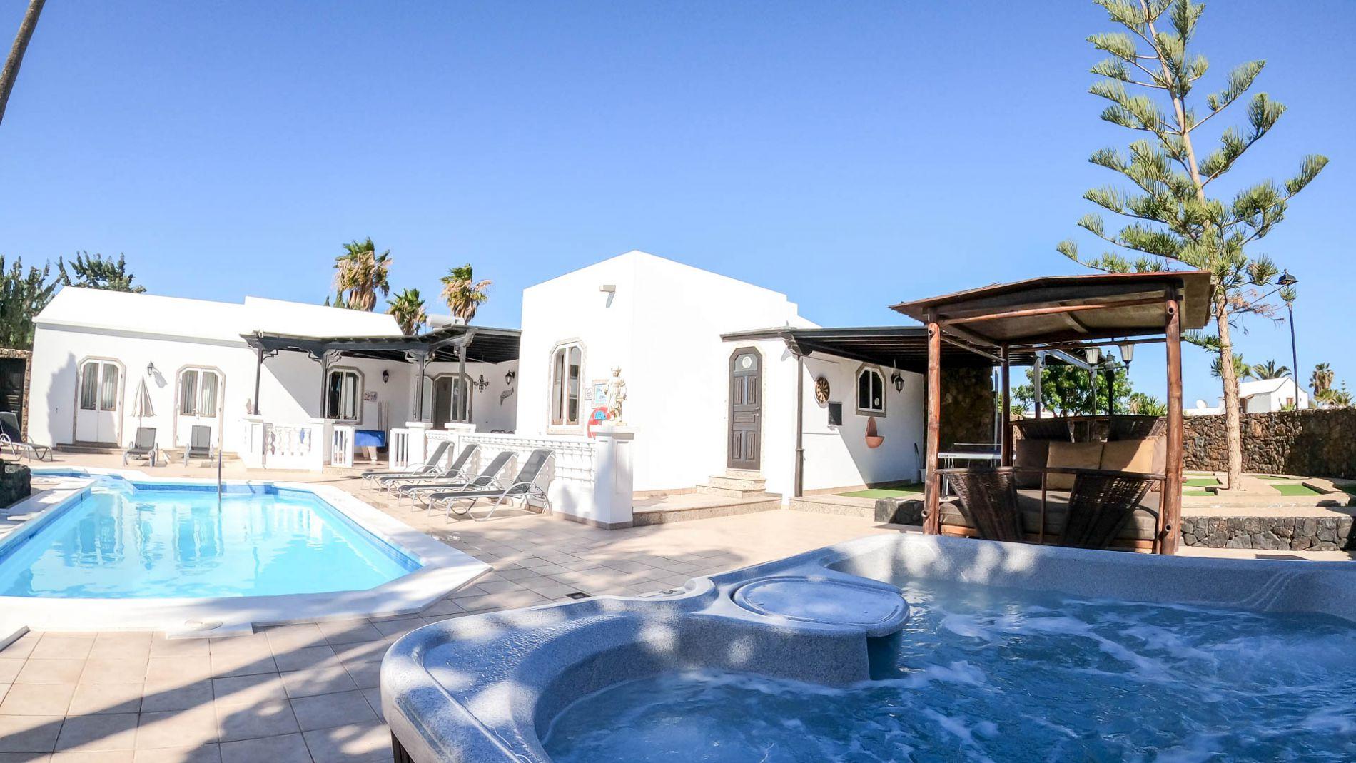 4 Bedroom Sleeps 8 Villa Rental Lanzarote No Booking Fees P54877