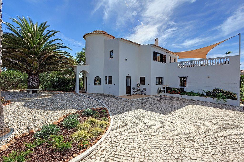 4 Bedroom (Sleeps 8) Villa Rental Praia Da Luz - No Booking